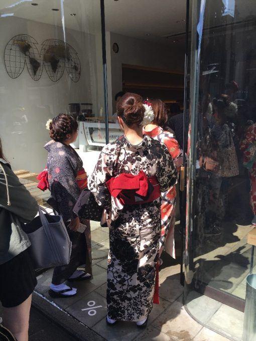 Queues into a coffee shop in Kyoto