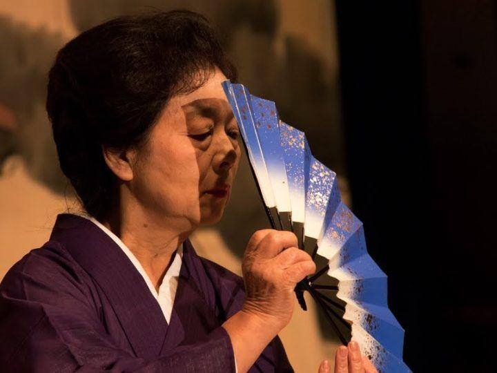 Fan dancer in Japan - photography tour in Hiroshima