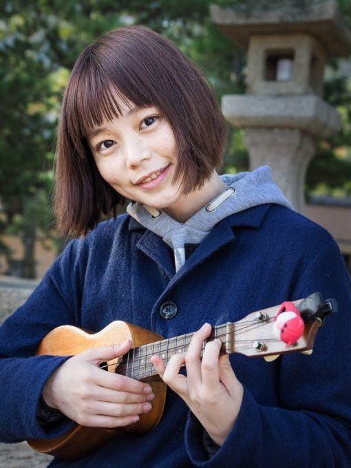 Ukulele player on Miyajima - photography tour