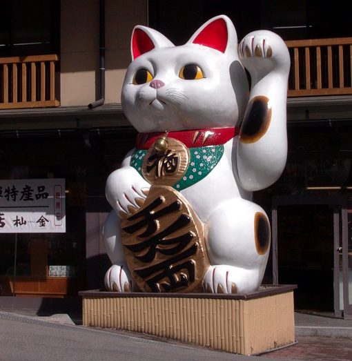 massive waving cat maneki-neko