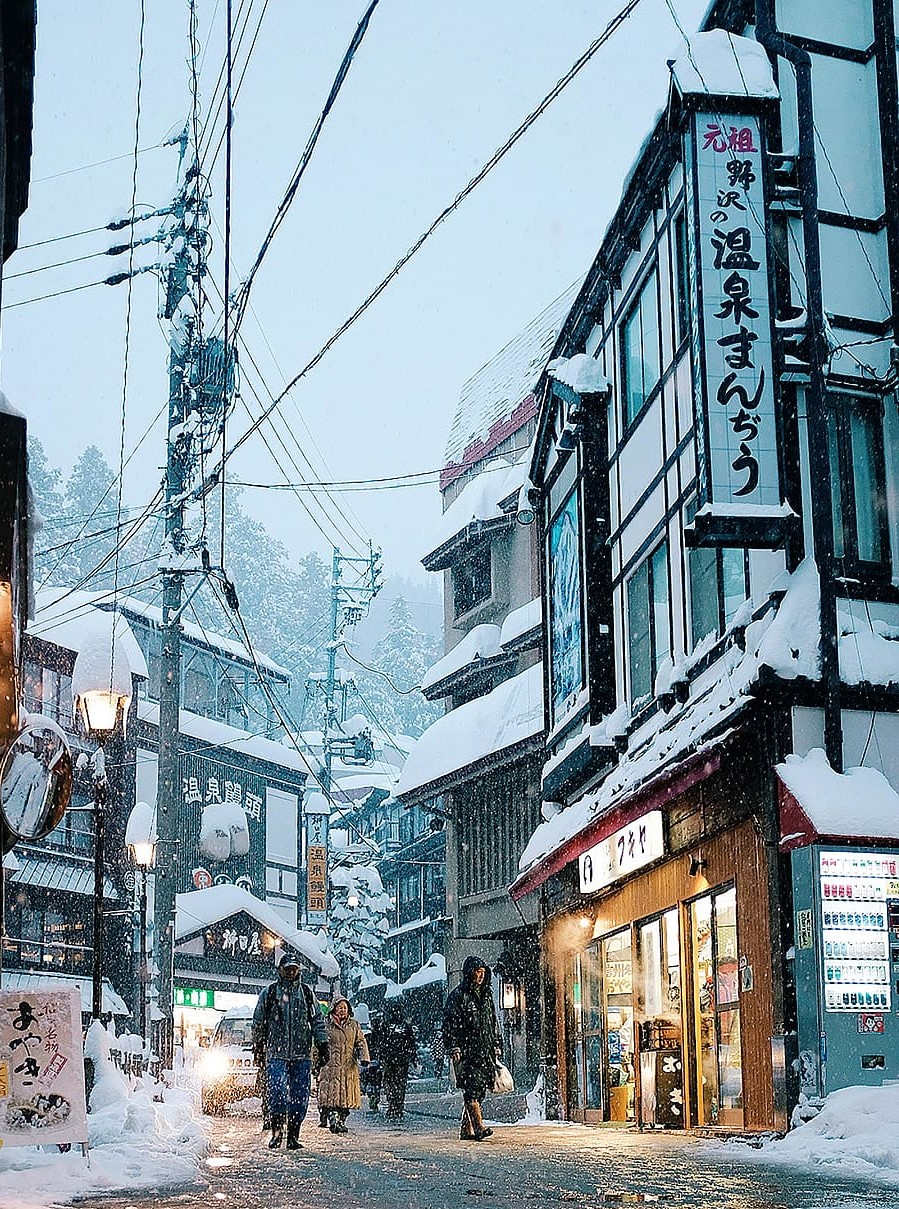 Nozawa onsen skiing in Japan