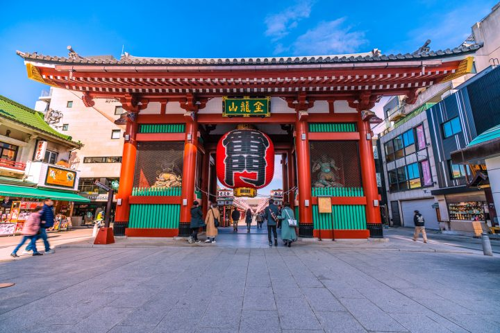 Uncrowded shot of Tokyo's famous red gate, Kaminarimon, during the state of emergency in January 2021