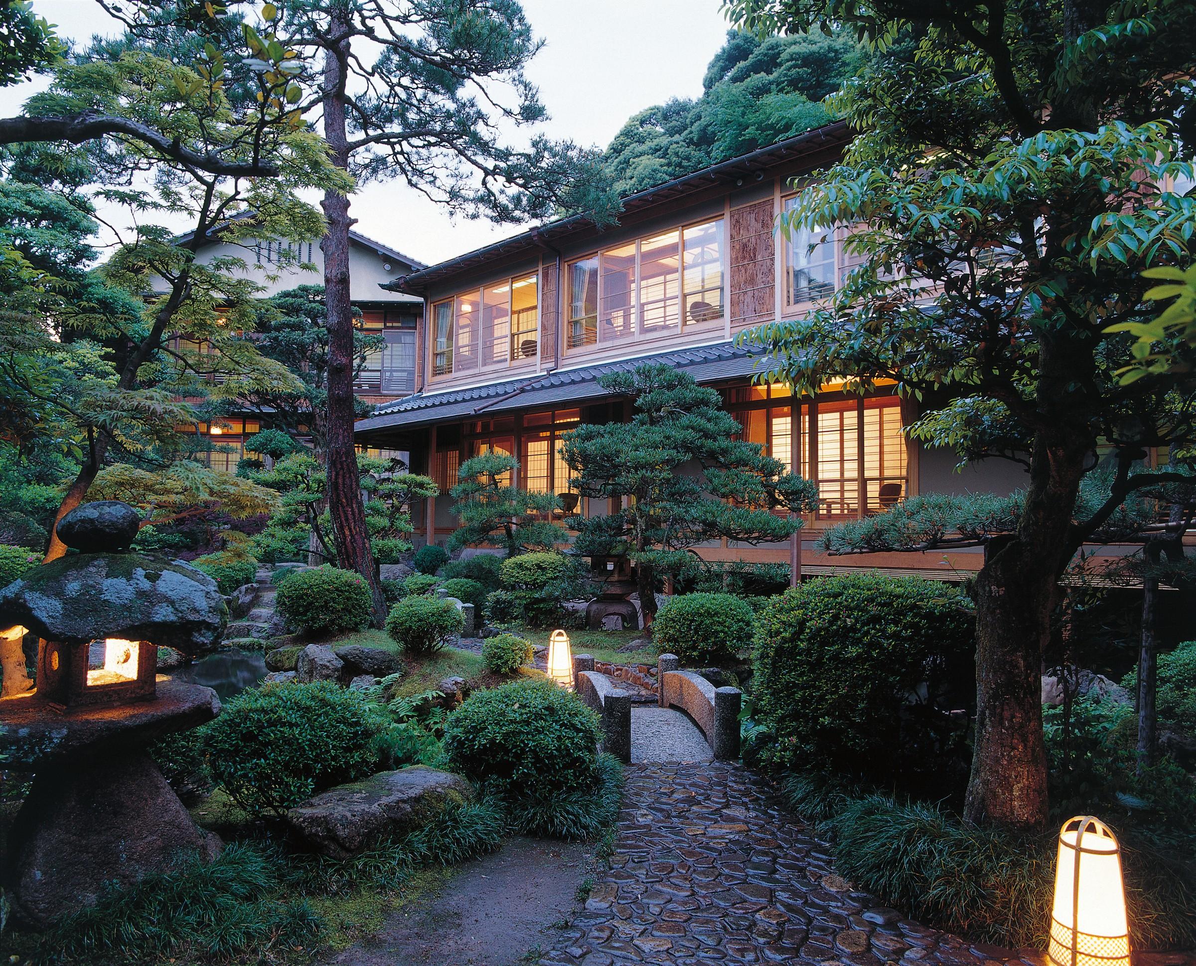 The main garden at the Nishimuraya Honkan